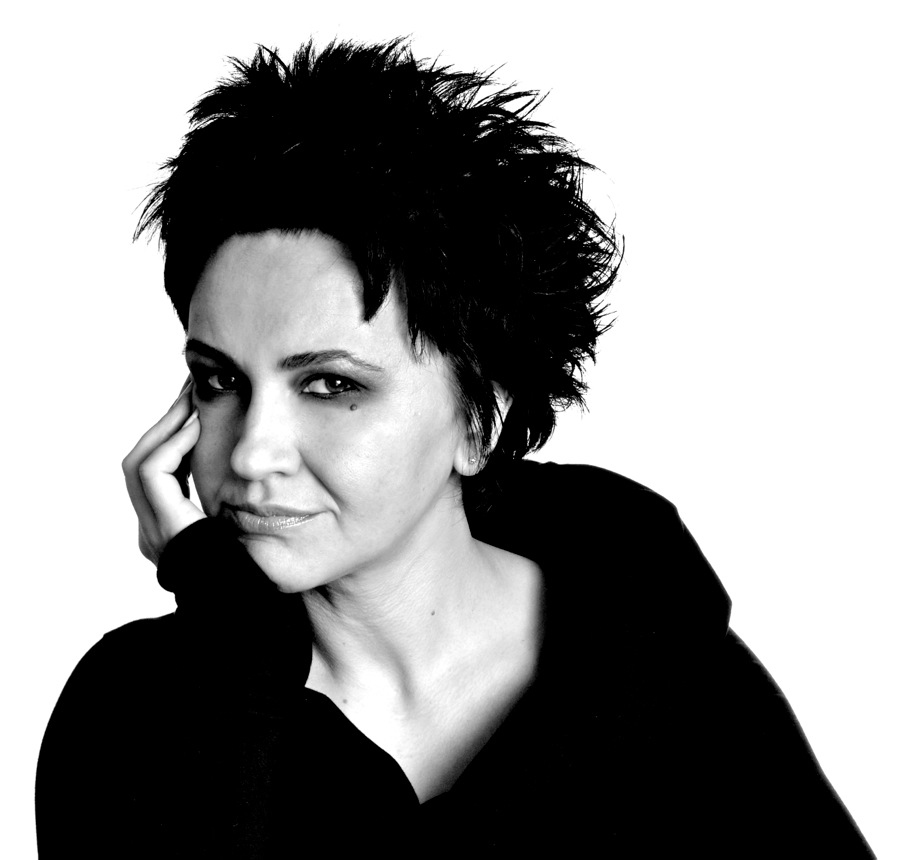 De Bosnische zangeres Amira Medunjanin is de hoofdact van het festival.