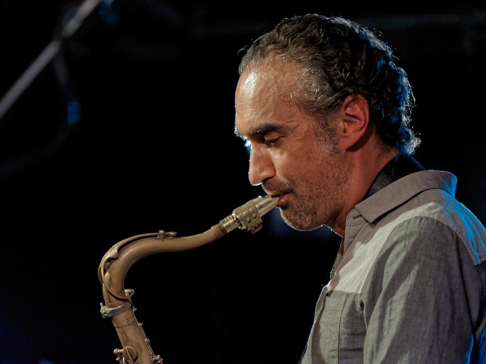saxsax Gitarist Michiel Stekelenburg laat de clichés achter zich