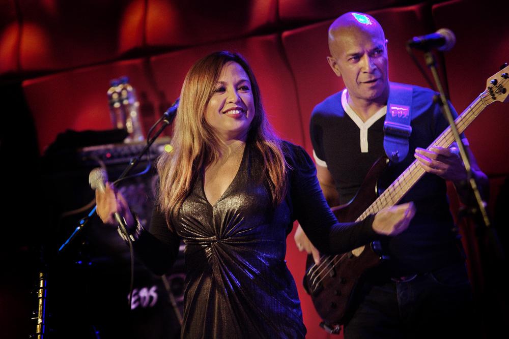 Zangeres Joyce San Mateo en gitarist Julian Souisa.