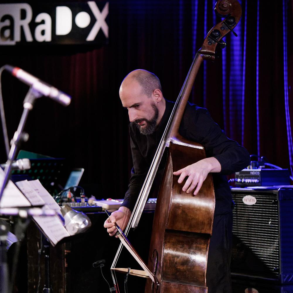 Bassist Lama staat voor vrije en onbelemmerde muziek