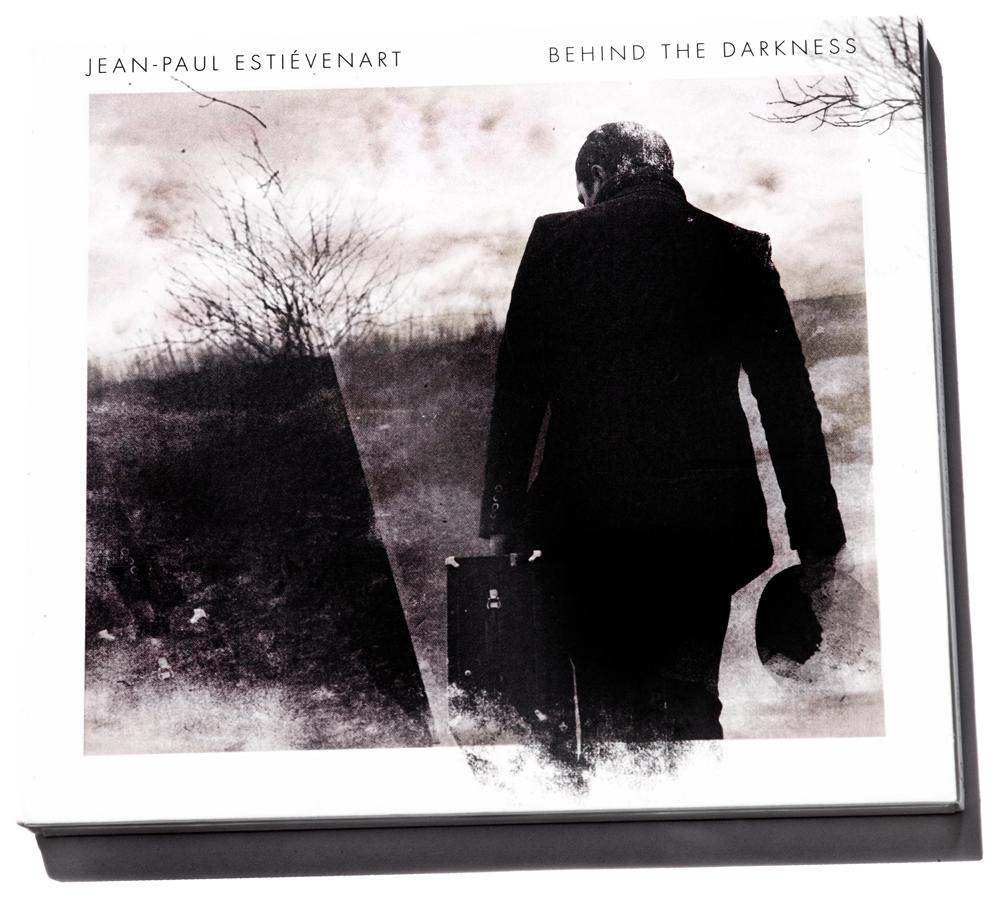 Jean-Paul-Estiévenart-Behind-the-Darkness-Foto-Gemma-van-der-Heyden-JazzNu.com_-1 Jean-Paul Estiévenart klinkt even logisch als hij speelt