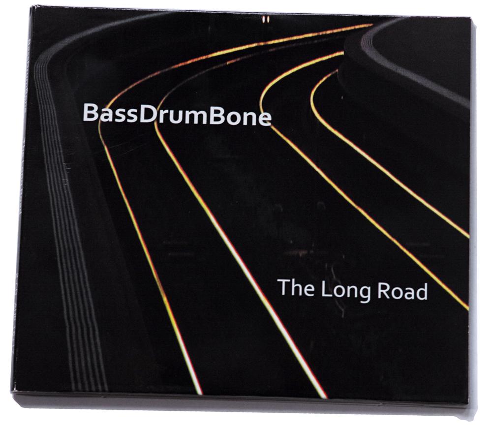 The-Long-Road-BassDrumBone-hoes De ongekende rijpheid van veertig jaar BassDrumBone