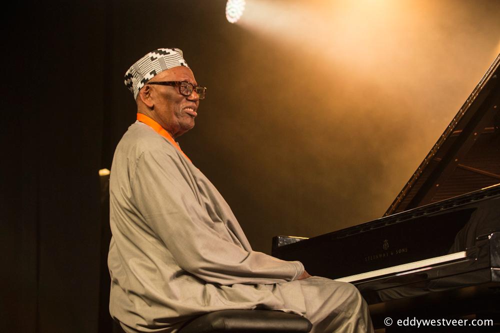 Randy-Weston-Foto-Eddy-Westveer Fabelachtige Mingus Big Band beheerst Jazz Middelheim