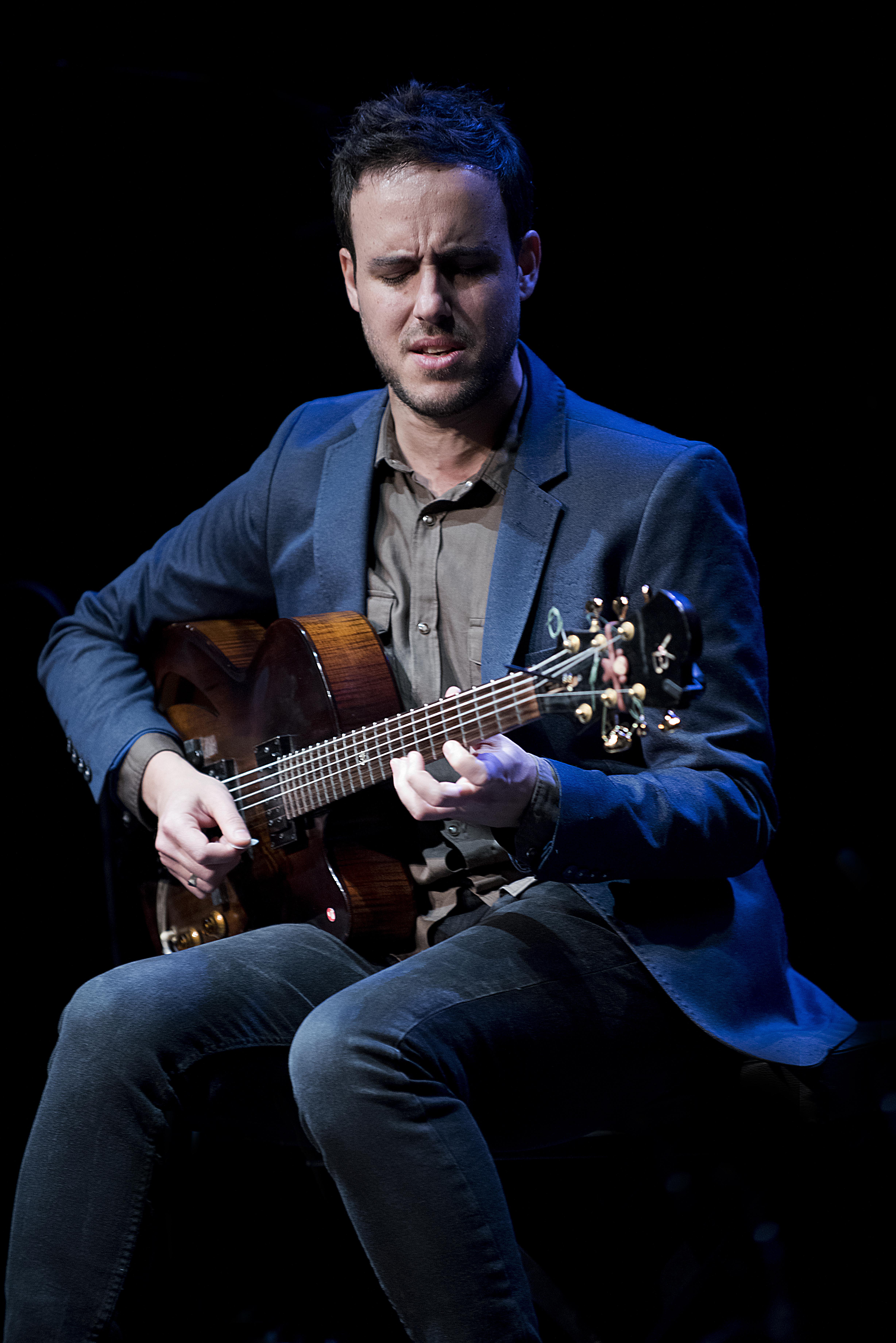 Gilad-Hekselman-Foto-Jean-Schoubs-1 Jazz van Gilad Hekselman Trio wens je iedereen toe