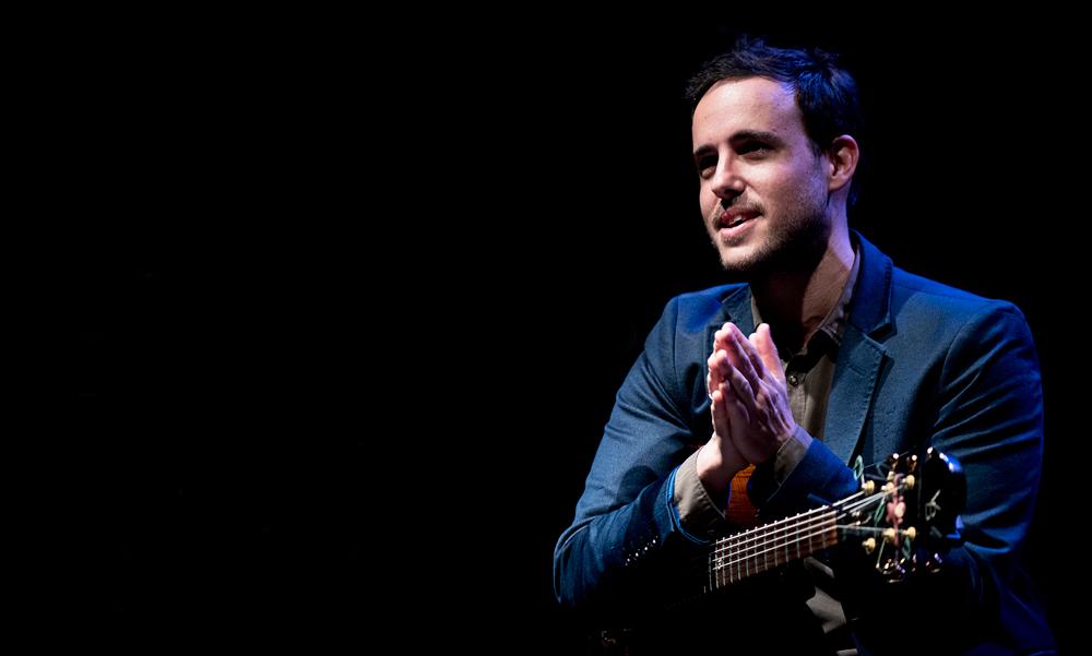 Gilad-Hekselman-Foto-Jean-Schoubs-3 Jazz van Gilad Hekselman Trio wens je iedereen toe