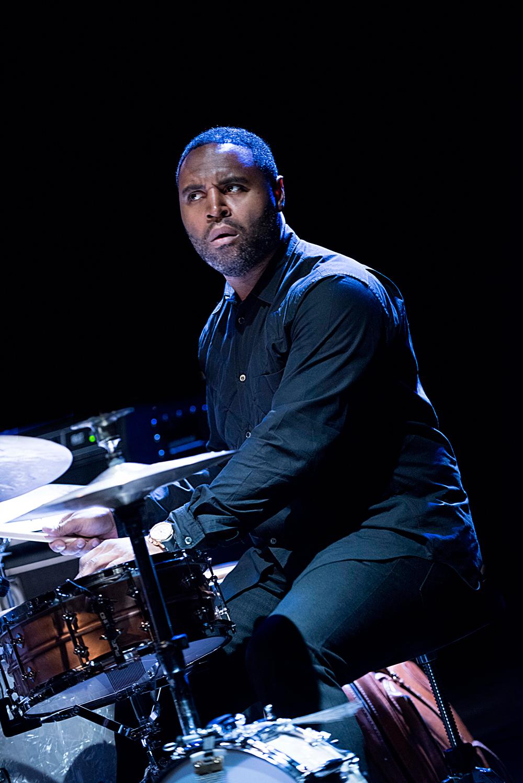 Kendrick-Scott-Foto-Jean-Schoubs Jazz van Gilad Hekselman Trio wens je iedereen toe