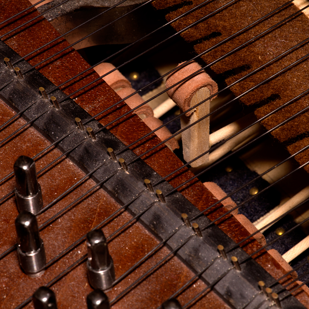 Hamer-fortepiana-met-leren-bekleding Rembrandt Frerichs op fortepiano de Mozart van nu