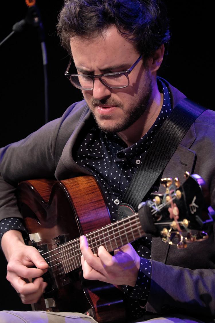 Gilad-Hekselman-Foto-Tom-Beetz Zoeklicht op jazzy kant van het North Sea Jazz Festival