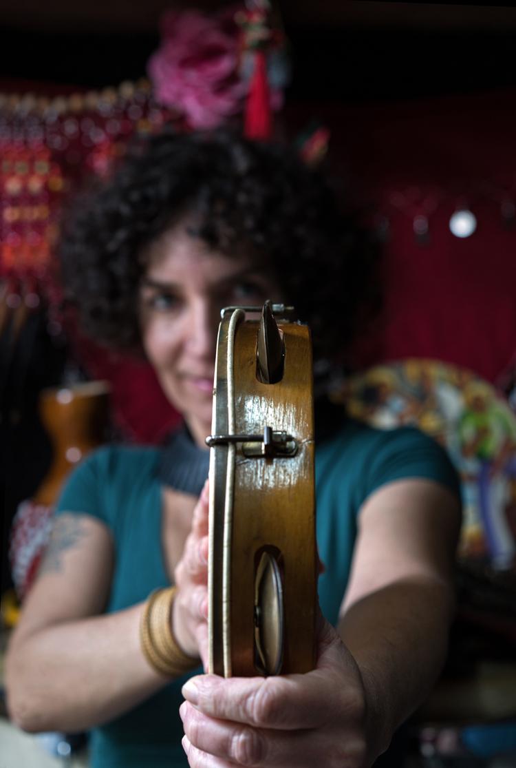 Simone-Sou-6-Foto-Sophie-Conin Percussioniste Simone Sou breekt graag met stereotypen
