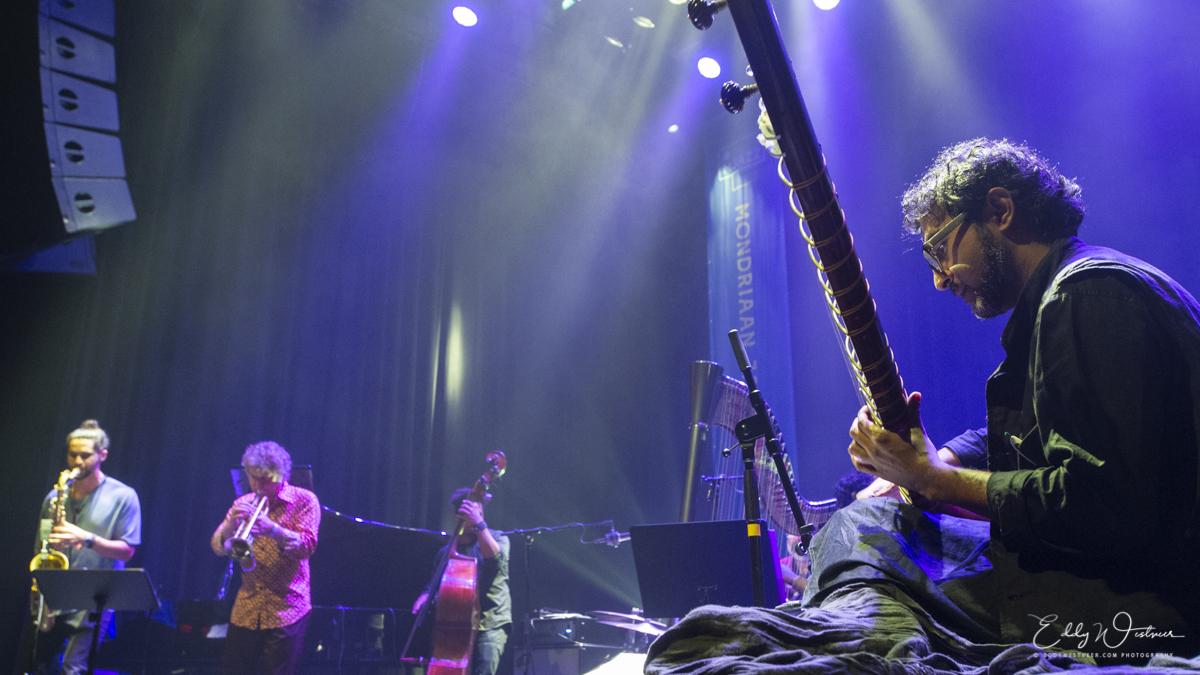 Brooklyn-Raga-Massive-featuring-Eric-Vloeimans_20181013_EWS7627_PHOTO-©-EDDY-WESTVEER Mondriaan Jazz Festival kleurt weer buiten lijntjes