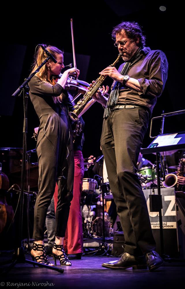 Julia-Philippens-viool-en-Jorg-Kaaij.-Foto-Ranjani-Nirosha JOC en Fuse: fusie met álle muziek van de wereld