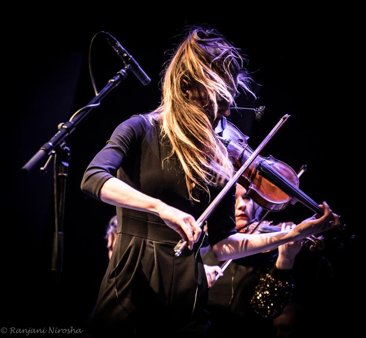 Julia-Philippens-viool.-Foto-Ranjani-Nirosha JOC en Fuse: fusie met álle muziek van de wereld