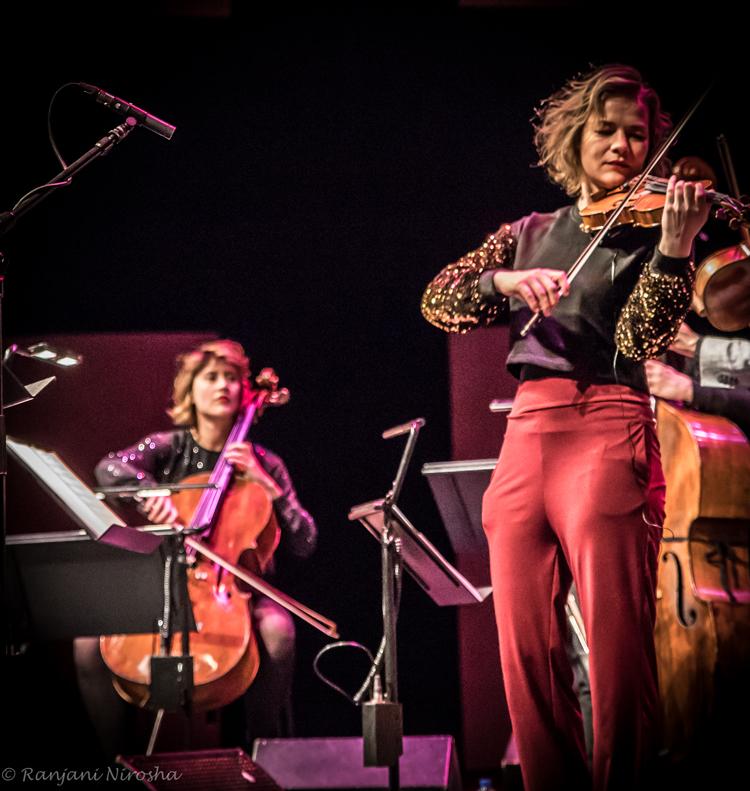 Mascha-van-Nieuwkerk-cello-en-Emma-van-der-Schalie.-Foto-Ranjani-Nirosha JOC en Fuse: fusie met álle muziek van de wereld