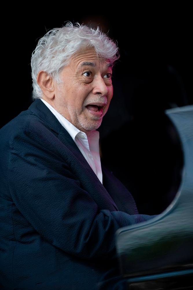 Monty-Alexander.-Foto-Jeanschoubs Gospelmis op Dinant Jazz laat Monty's ogen even knipperen