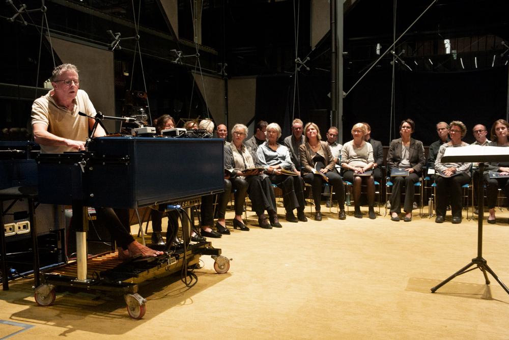 Carlo-de-Wijs-en-Capella-Brabant.-Foto-Gemma-Kessels-JazzNu.com_ Jazzmusici en Capella Brabant zijn allesbehalve 'Weerloos'