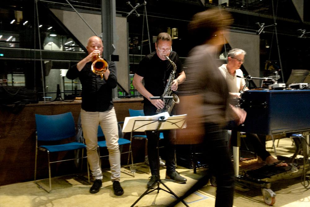 Jeroen-Doomernik-Paul-van-Kemenade-Carlo-de-Wijs.-Foto-Gemma-Kessels-JazzNu.com_ Jazzmusici en Capella Brabant zijn allesbehalve 'Weerloos'