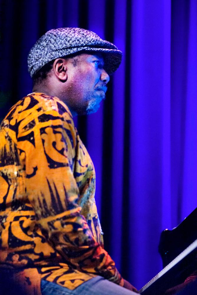 Andile-Yenana.-Foto-Gemma-Kessels-JazzNu.com_ Van Kemenade's African Connection schommelt