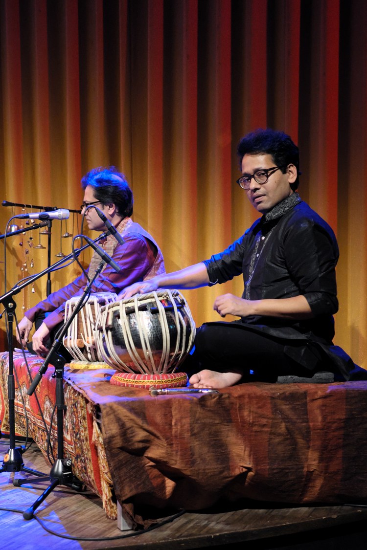 Chiranjeeb-Chakraborty-en-Niti-Ranjan-Biswas-.-Foto-Tom-Beetz November Music '19 ook garant voor far-out muziek