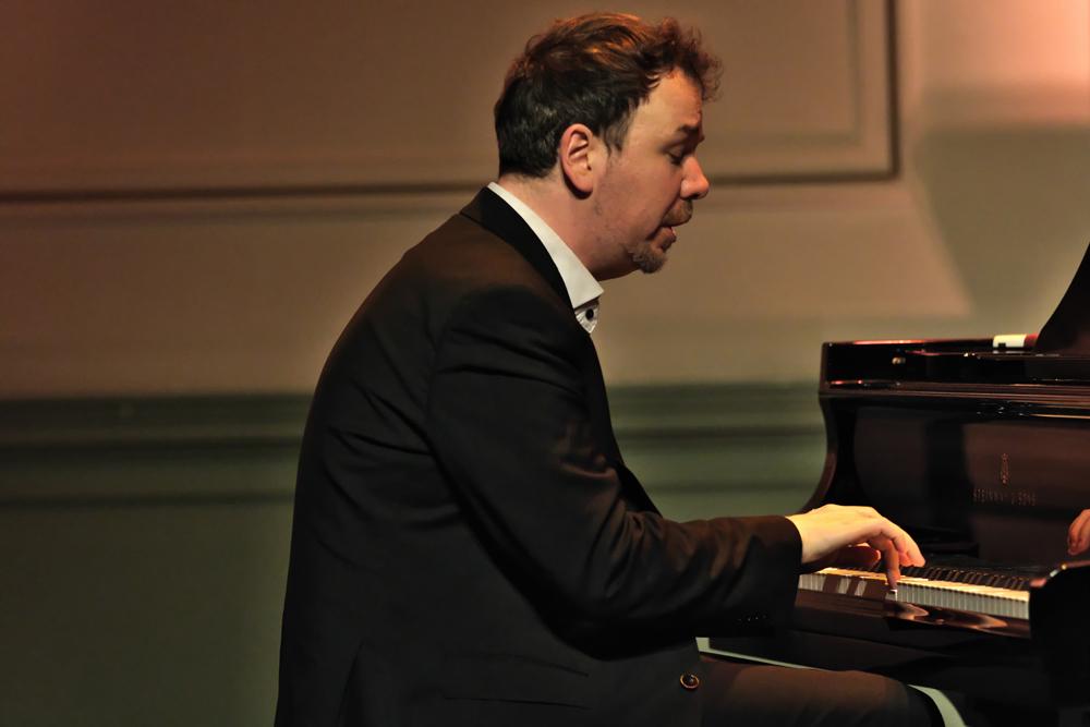 Florian-Weber.-Foto-Tom-Beetz Pianist Florian Weber is met niemand te vergelijken