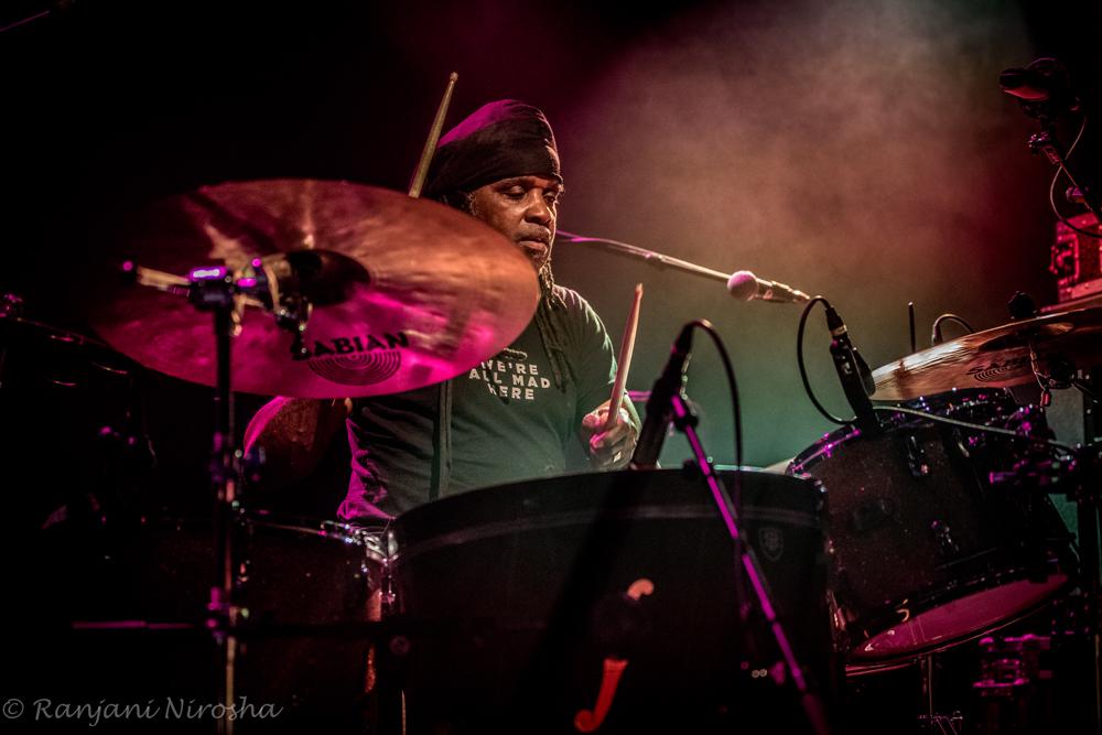 Roy-Wooten-drum.-Foto-Ranjani-Nirosha Wooten Brothers zwaar funkend door Nederland