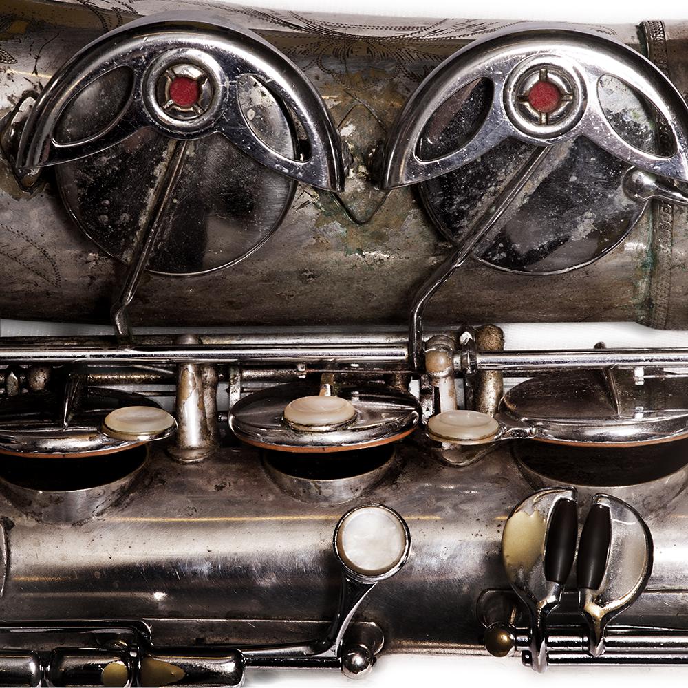 """Ada Rave over haar tenorsaxofoon: """"De klank mag anders zijn, de sound zit in je hoofd, niet in het materiaal."""""""