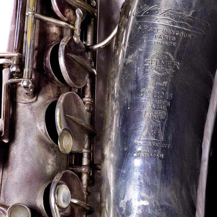 Merk-saxofoon.-Foto-Gemma-Kessels-JazzNu.com_ Ab Baars en de ronde warmte van een auto-uitlaat