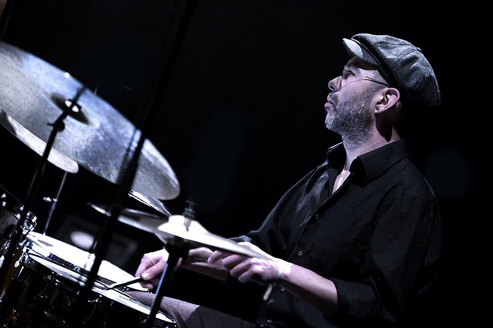 Yonga-Sun.-Foto-Jeanschoubs Ad Colen met muzikale vogelgeluiden op podium