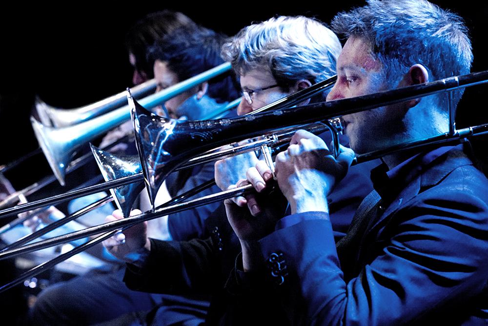 De trombonesectie van de Young Jazz Society.