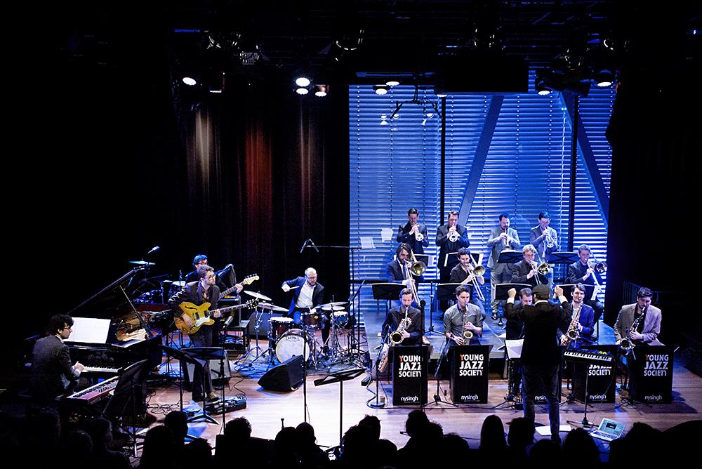 De Young Jazz Society bouwde een triomfboog voor zichzelf.