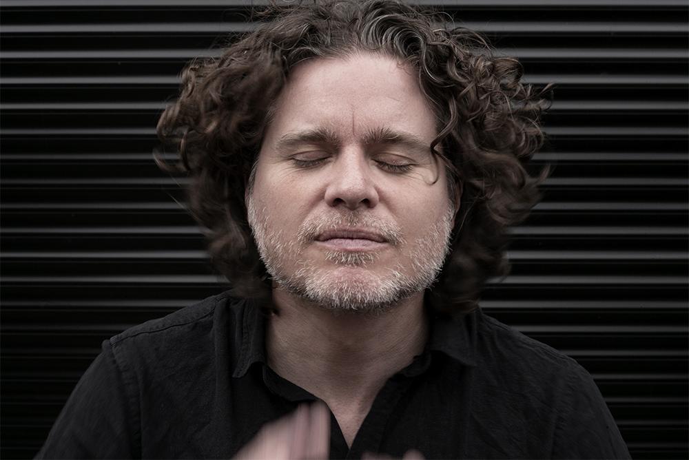 """Harmen Fraanje: """"Op zeker moment moest ik van Michael Moore een intro spelen op een stuk dat ik niet kende. Kijk, dat is Michael!"""""""