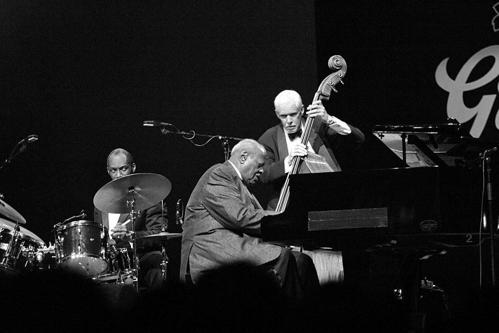 Oscar-Peterson.-Foto-Tom-Beetz Terugblikken bij het eerste lustrum van JazzNu