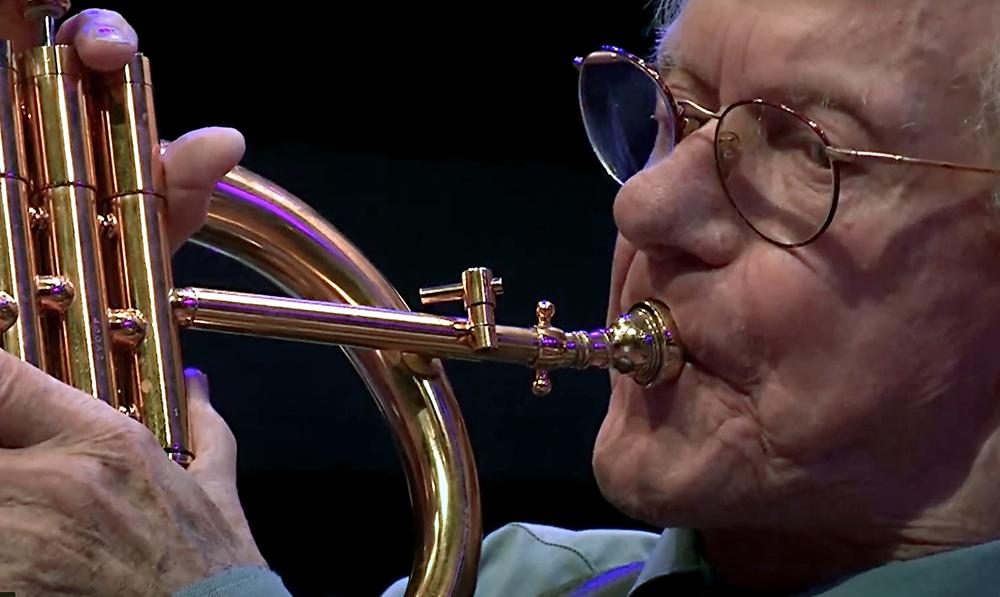 Ack van Rooyen in volle overgave tijdens een solo.