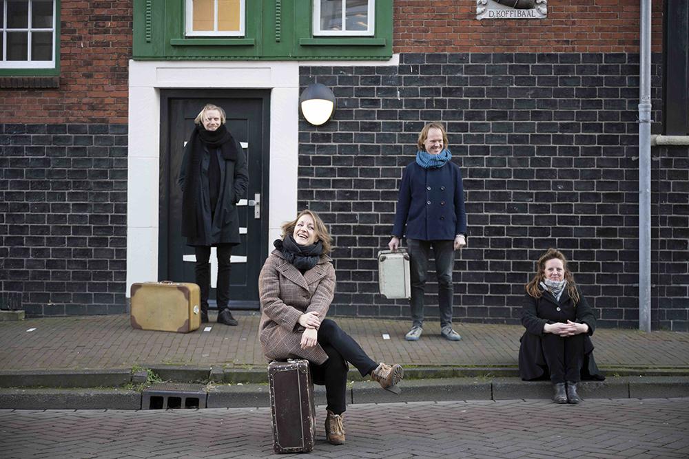 De makers en uitvoerders van 'De Thuisreiziger': Willem Wits, Miriam Overlach, Wilbert Bulsink en Elze van den Akker.