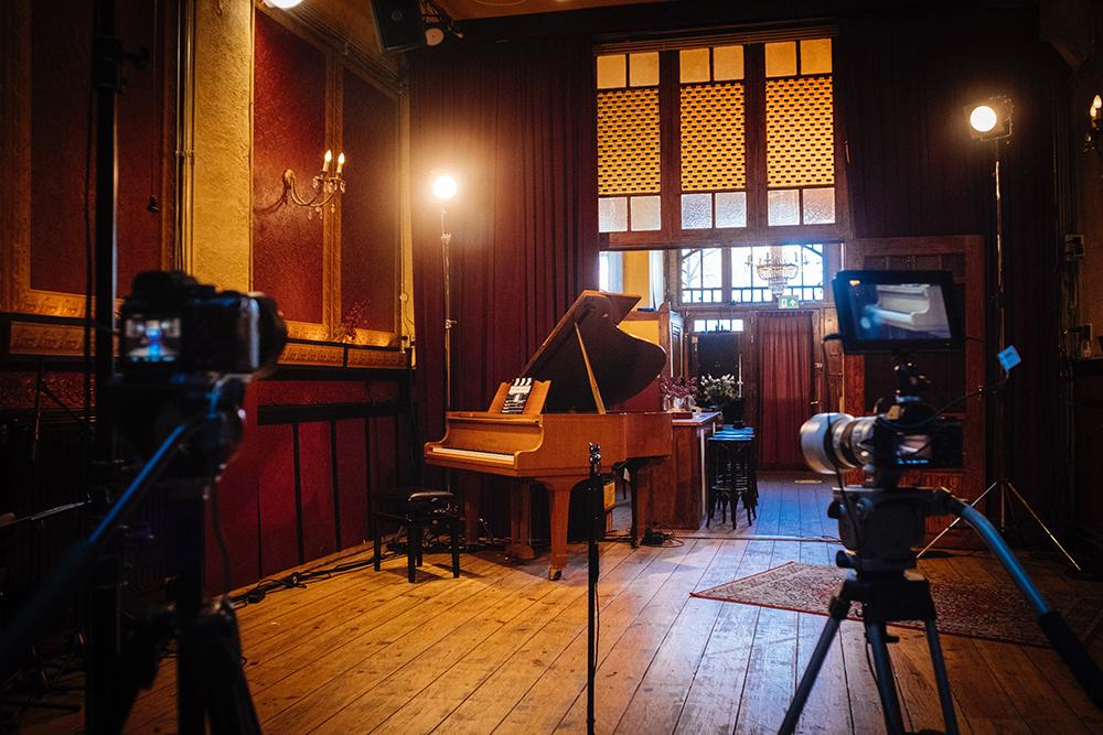 De opnamestudio in de Roode Bioscoop in Amsterdam. Foto David Koster