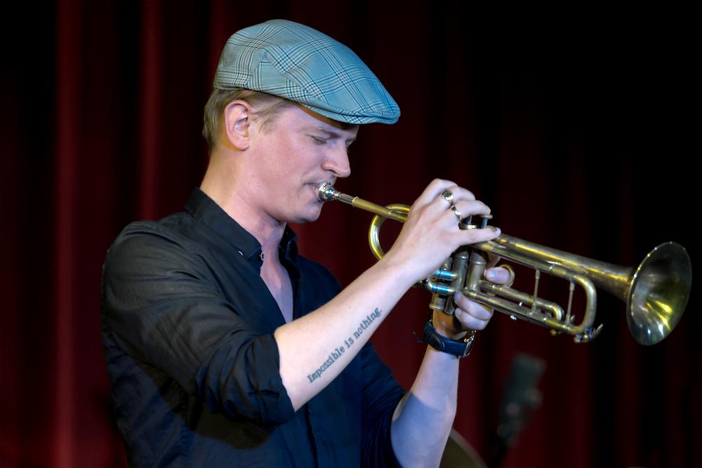Teus Nobel zet de jazztraditie voort en gaat tegelijk een flink aantal stappen verder dan hardbop.