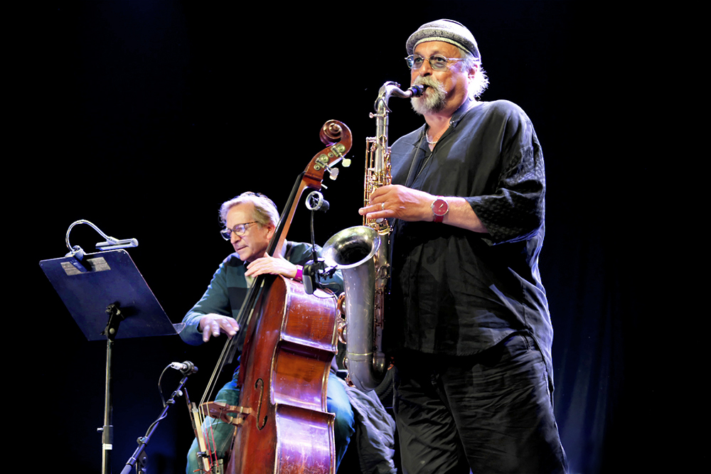 Greg Cohen en Joe Lovano speelden (samen met Joey Baron) volle bak.