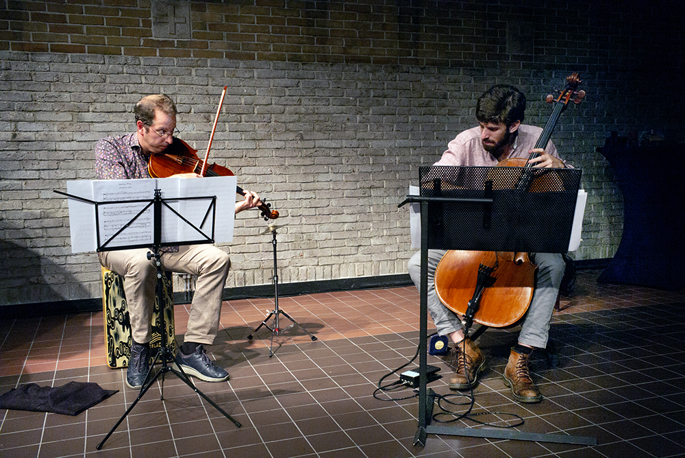 Oene van Geel en Pau Sola tijdens een intensieve passage van 'Changing Landscapes'.